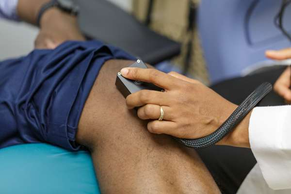 Technology on a man's knee to measure pain